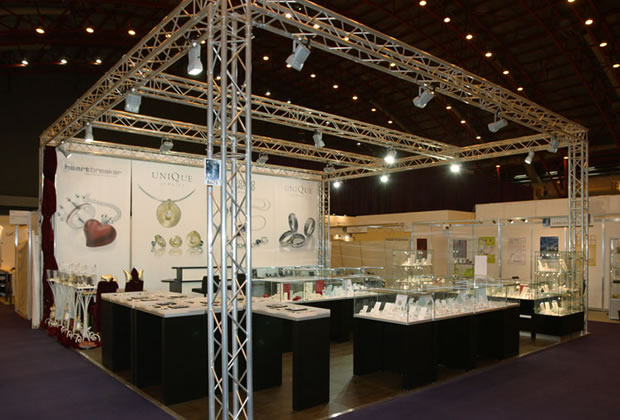 Unique Jewelry using lighting gantry to build their exhibition stand